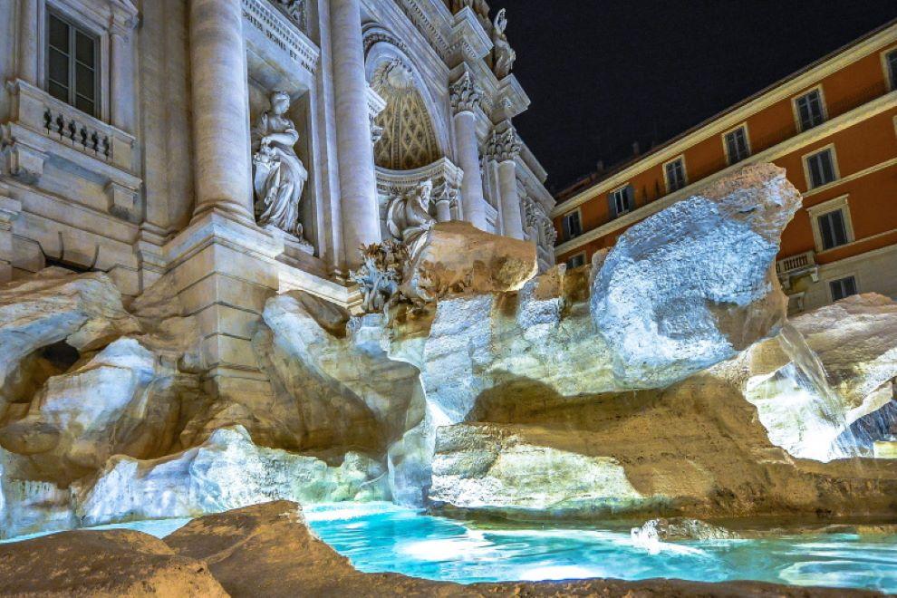 fontana di trevi notte