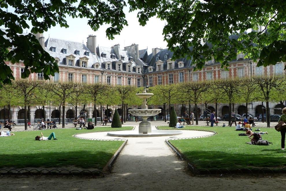 quartiere parigi con place des vosges